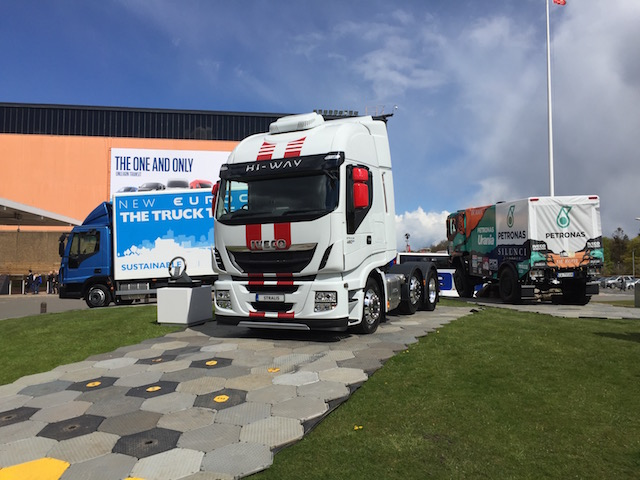 Price-fixing truck makers hit with record €3bn fine